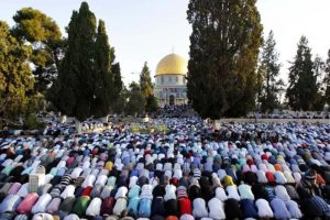 المسلمون يحتفلون بعيد الفطر المبارك