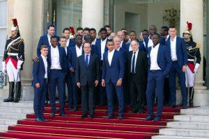 رغم الخسارة هولاند يستقبل المنتخب الفرنسي في قصر الايليزية