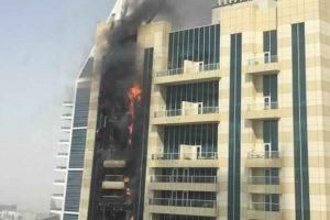 نشوب حريق في ناطحة السحاب بمدينة دبي