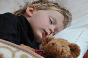 دراسة : النّوم الكافي للأطفال في مرحلة ما قبل المدرسة يؤدّي للتّمتّع بوزن صحّي لاحقاً