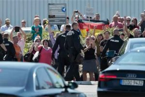 ألمانيا تقوم بالبحث عن مثيري الكراهية على الأنترنيت عن طريق الشرطة
