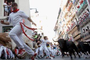 إنطلاق مهرجان الثيران الناطحة بإسبانيا