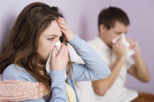 كيف يمكن التمييز بين أعراض 'نزلة برد' و 'انفلوانزا' ؟