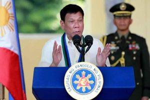 الرئيس الفلبيني يعلن عن لائحة تتهم قضاة و أفراد شرطة بالتورط في تجارة المخدرات