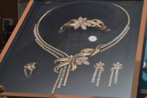 تعرف على طاقم الذهب الأغلى على مستوى العالم .. قيمته تزيد عن 6 مليون ريال ويصل إلى 33 كيلو جرام وصنع بأياد سعودية