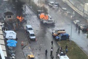 أخبار تركيا اليوم : إنفجار في مدينة إزمير بسيارة مفخخة والأمن التركي يقتل مهاجمين ويبحث عن الثالث .. عاجل إزمير الآن