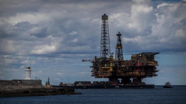 انخفاض اسعار النفط بنسبة 4% في ظل الخوف من موجة ثانية لفيروس كورونا